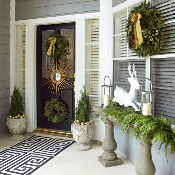 15 Dazzling Winter Door Decorations To Welcome The Season
