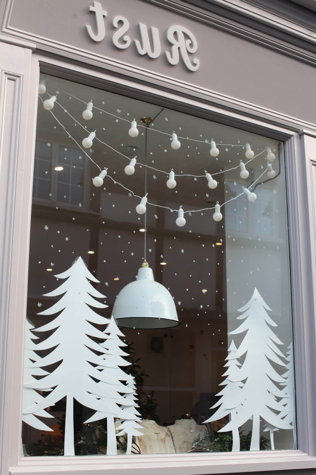 17 Best Christmas Window Decoration Ideas To Inspire You In 2020