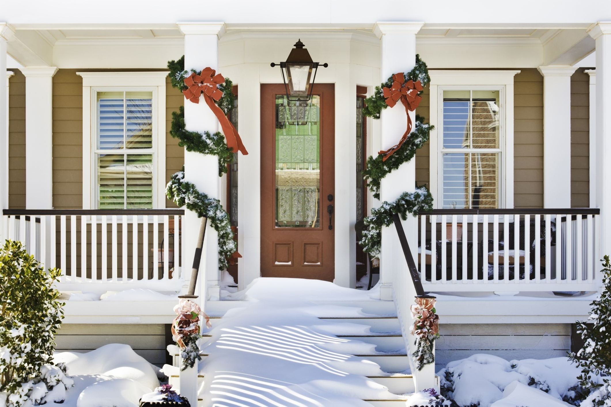 30 Diy Outdoor Christmas Decorations Best Holiday Porch Decor