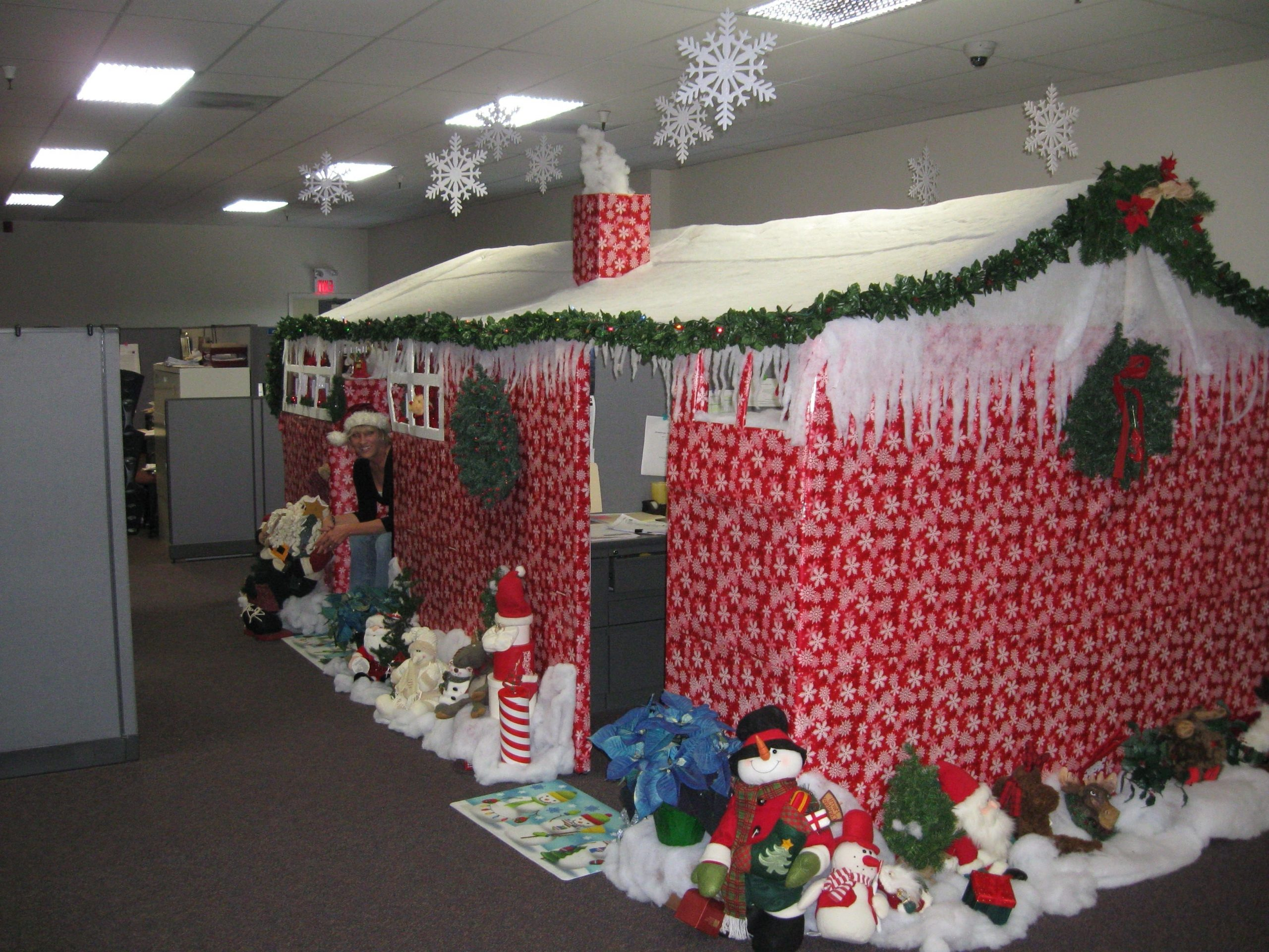 How To Turn Your Office Cubicle Into A Winter Wonderland