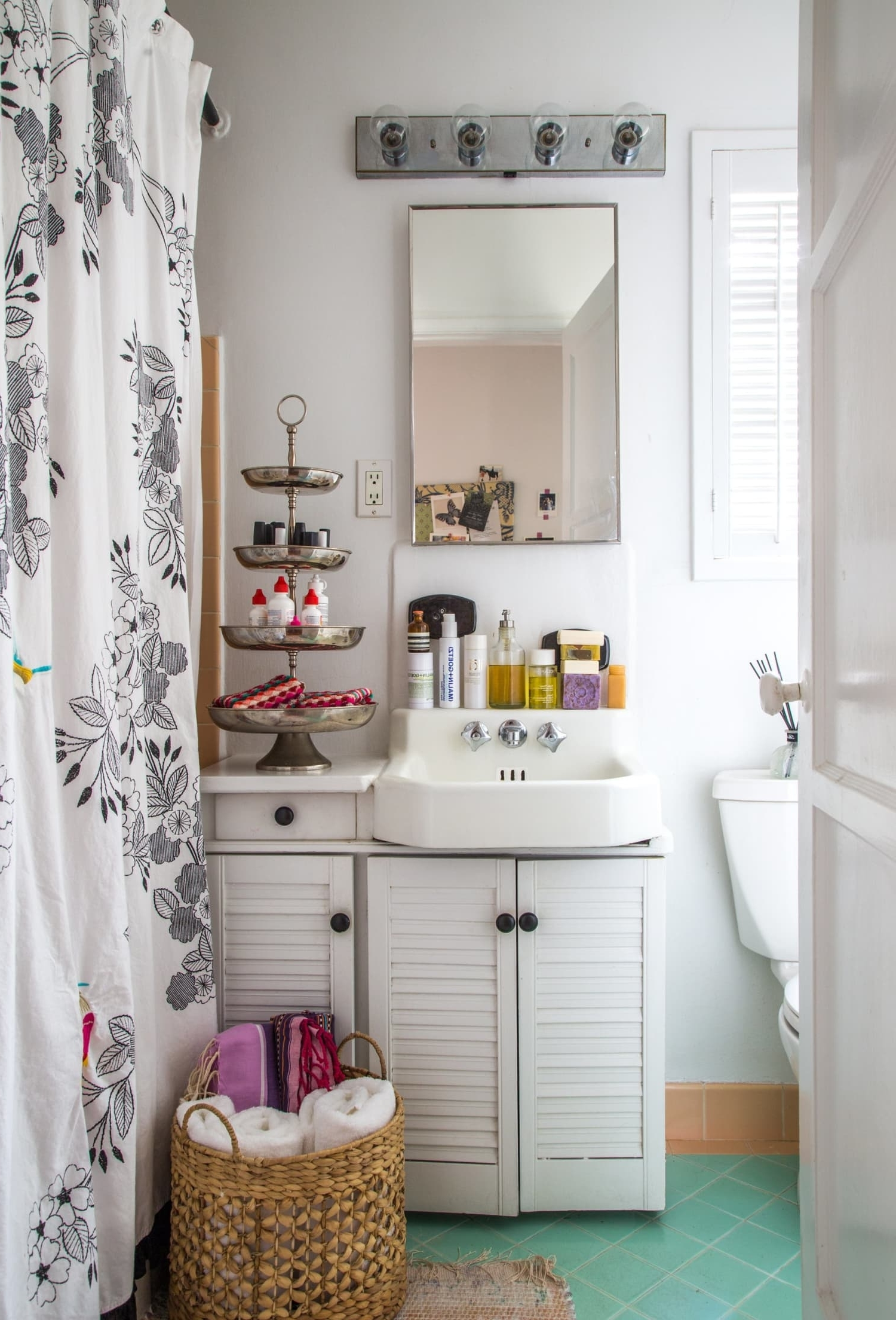 10 Styling Ideas For Small Rental Bathrooms | Apartment Therapy 10+ Tiny Rental Bathroom Ideas