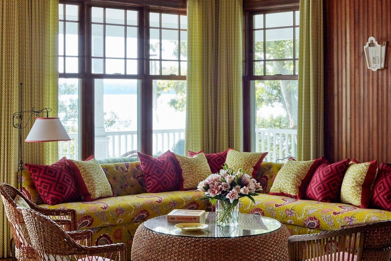 13 Summerhouse Décor Mistakes—And How To Fix Them Wsj Tacky Living Room Decor Mistakes