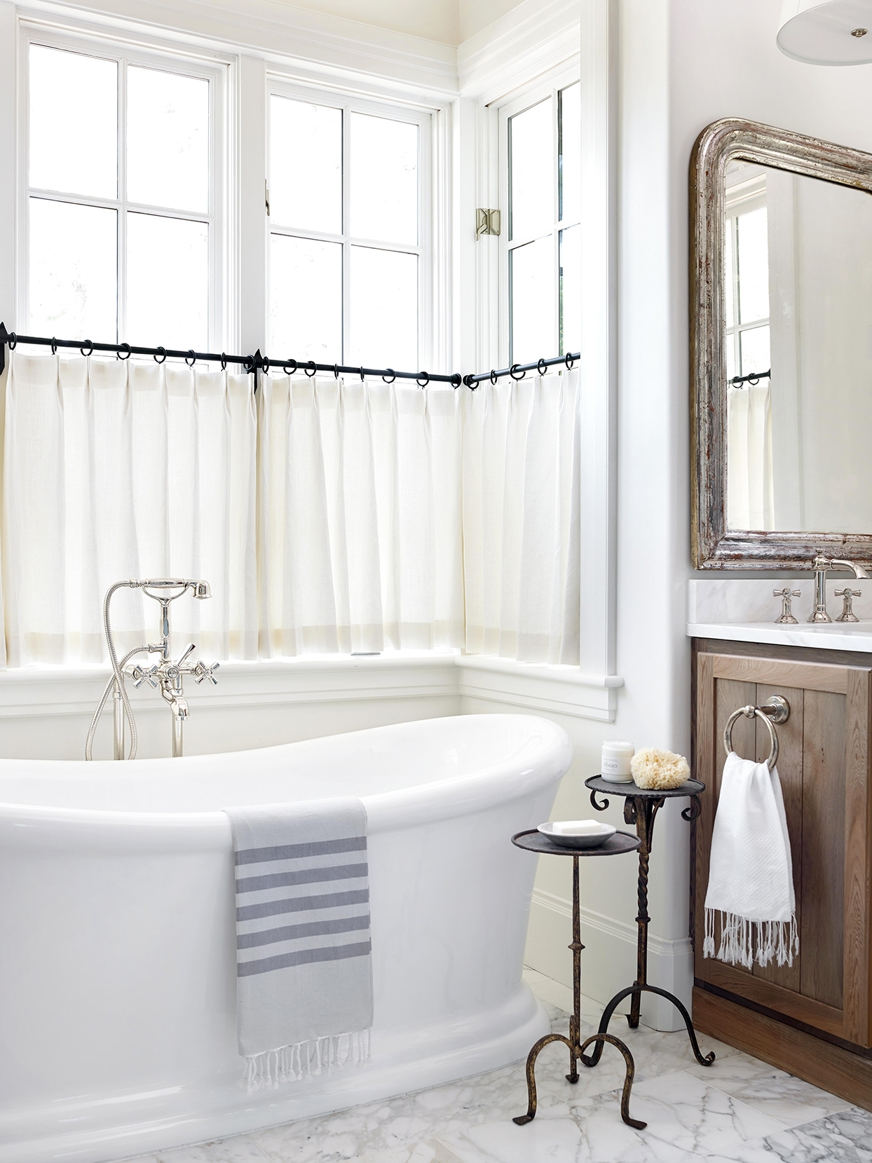 20 Bathroom Window Treatment Ideas To Dress Up Your Space 20+ Ideas For Bathroom Window Sills Inspirations