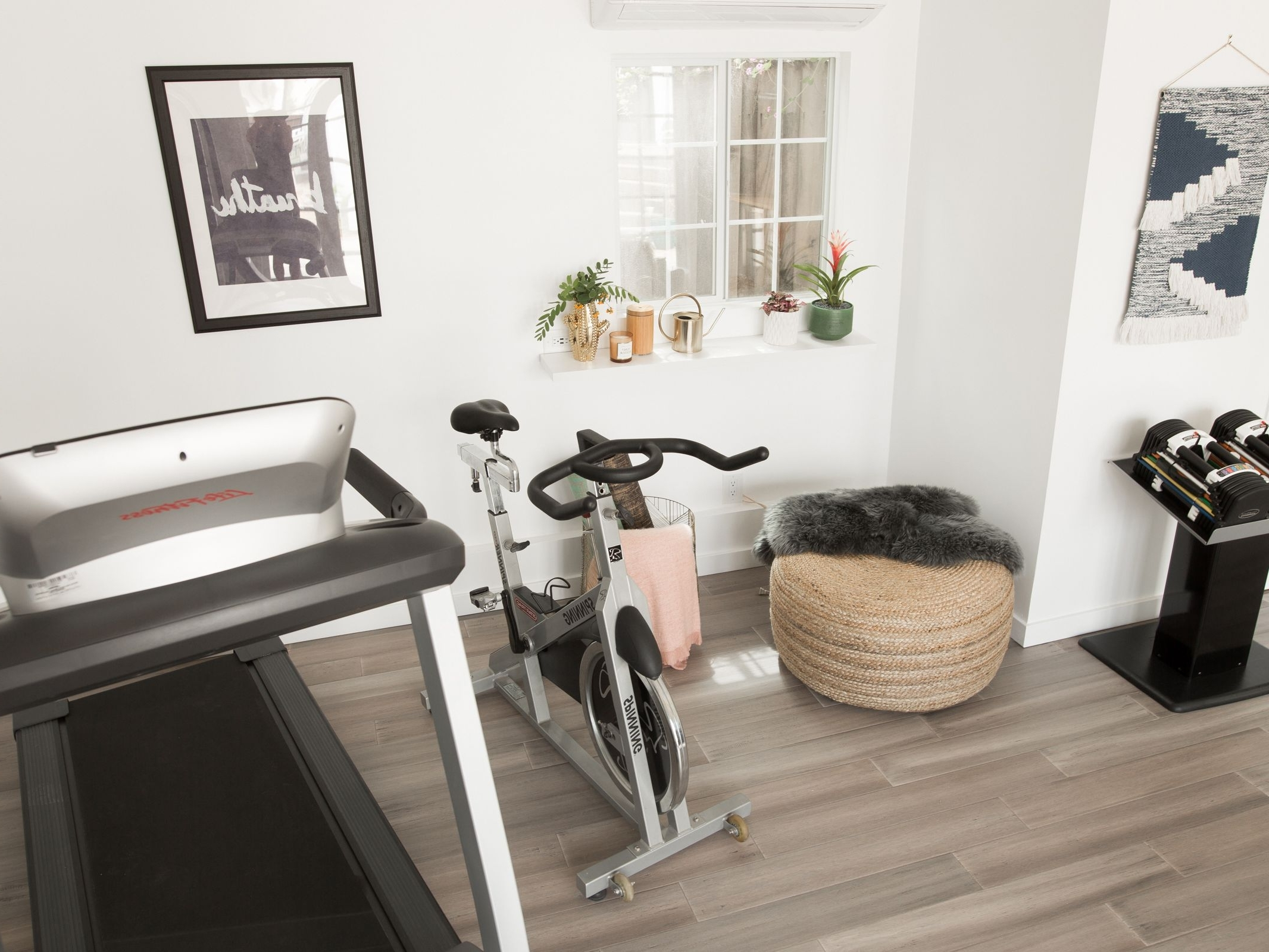 28 Creative Home Gym Ideas Decorate Living Room With Treadmill