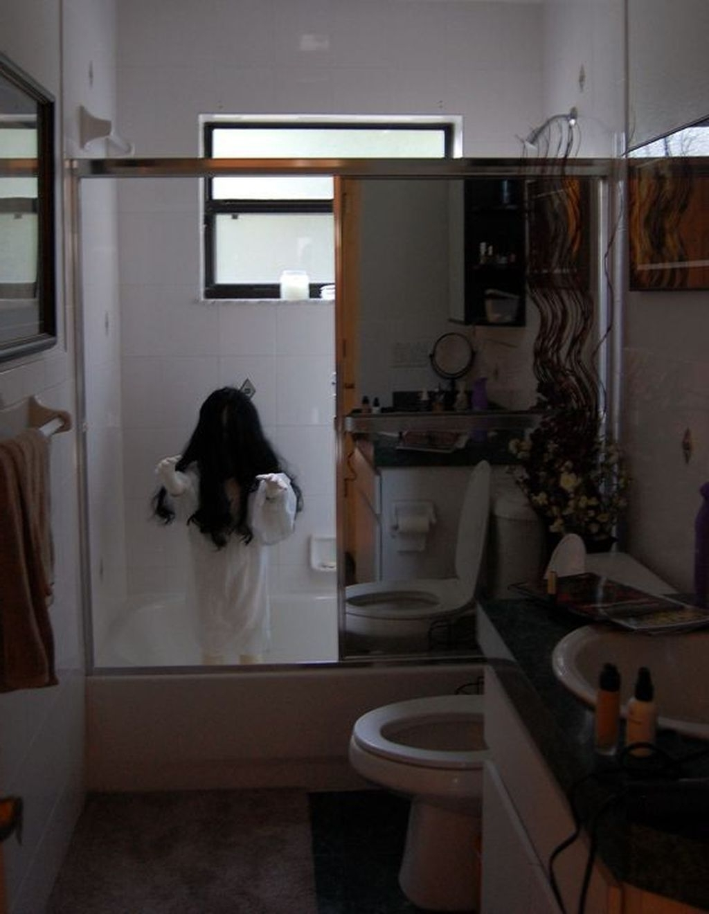 30+ Scary Halloween Decorating Ideas For Your Bathroom Scary Halloween Bathroom
