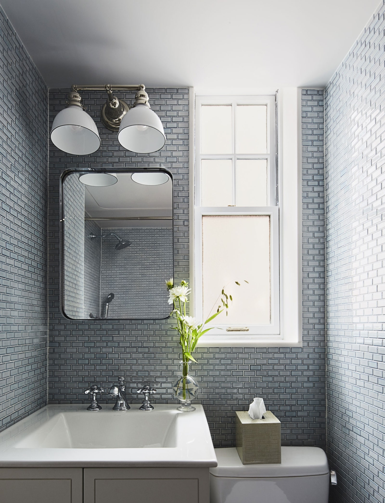 33 Small Bathroom Ideas To Make Your Bathroom Feel Bigger 20+ Small Windowless Bathroom Decorating Ideas