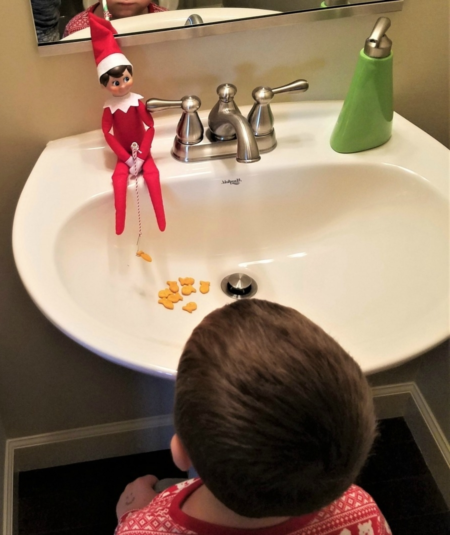 A Guide To 24 Days Of The Elf On The Shelf | Chambanamoms 30+ Elf On The Shelf Bathroom Inspirations