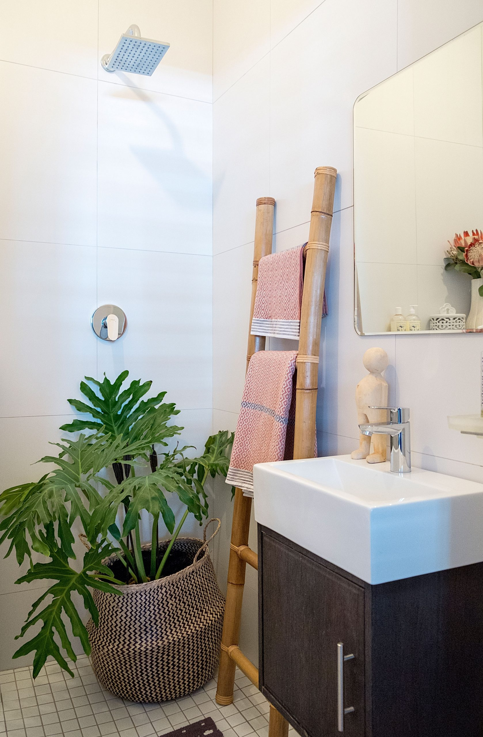 Best Plants For A Windowless Bathroom | Apartment Therapy Small Windowless Bathroom Decorating
