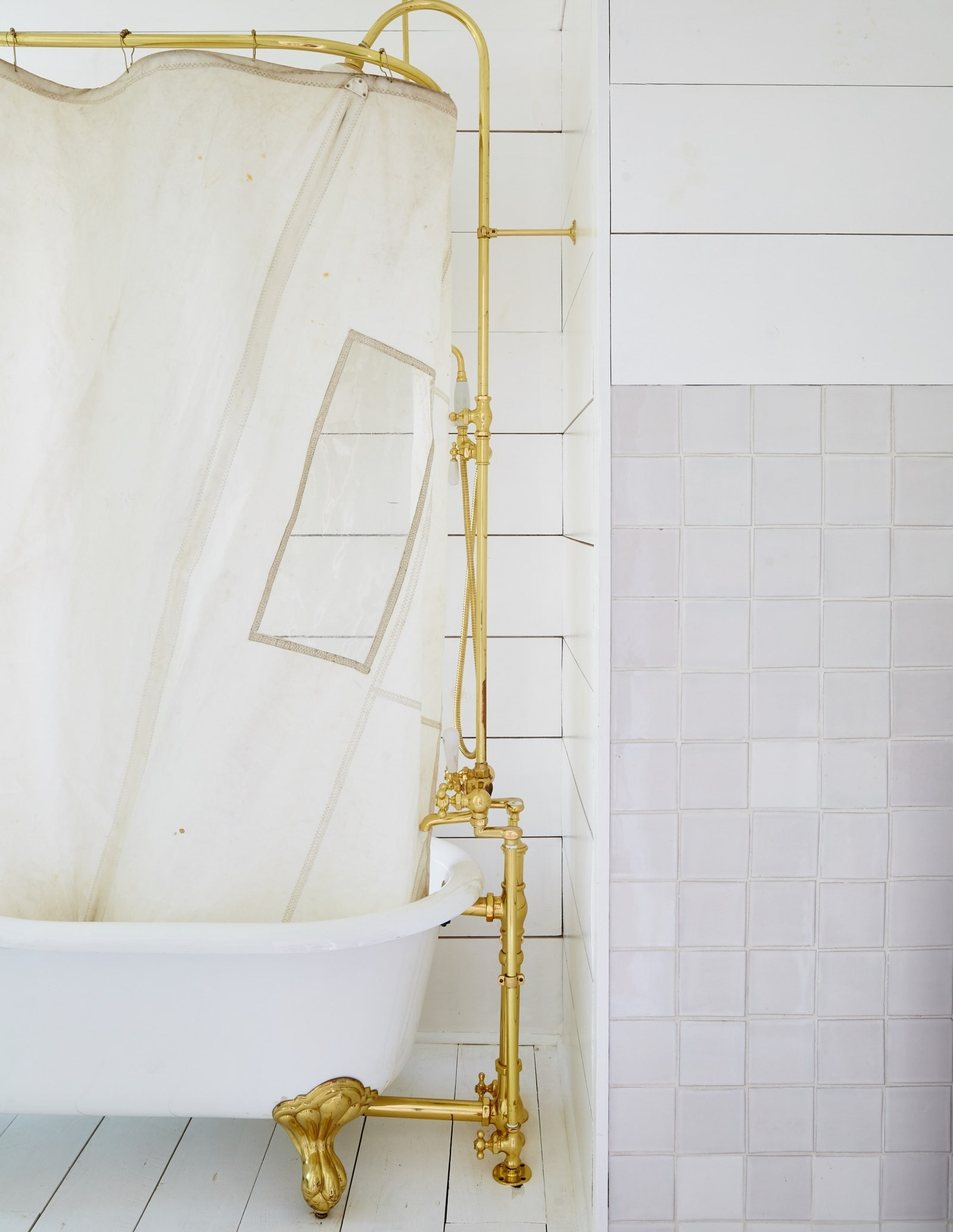 Cast Iron Tub Tips: Sourcing And Restoring An Antique Cast Iron Tub Bathroom Design