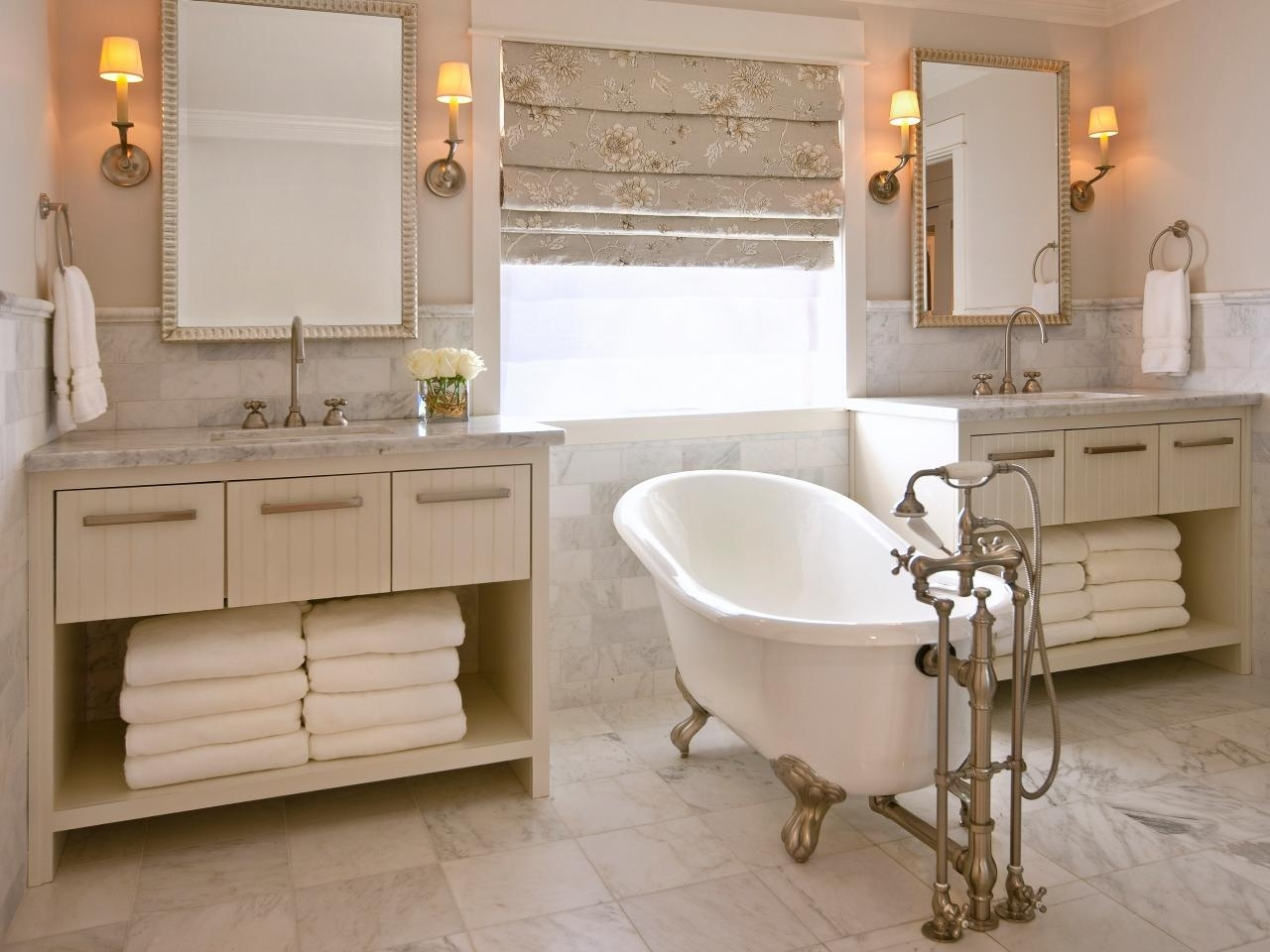 Clawfoot Tub Designs: Pictures, Ideas & Tips From Hgtv | Hgtv 40+ Cast Iron Tub Bathroom Design Inspirations