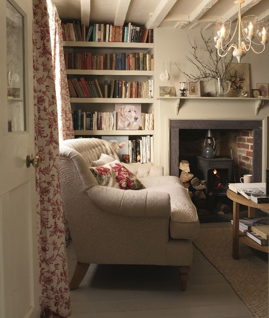 Cosy Country Cottage Sitting Room, Neutral Colour Scheme 10+ Cosy Country Living Room Ideas