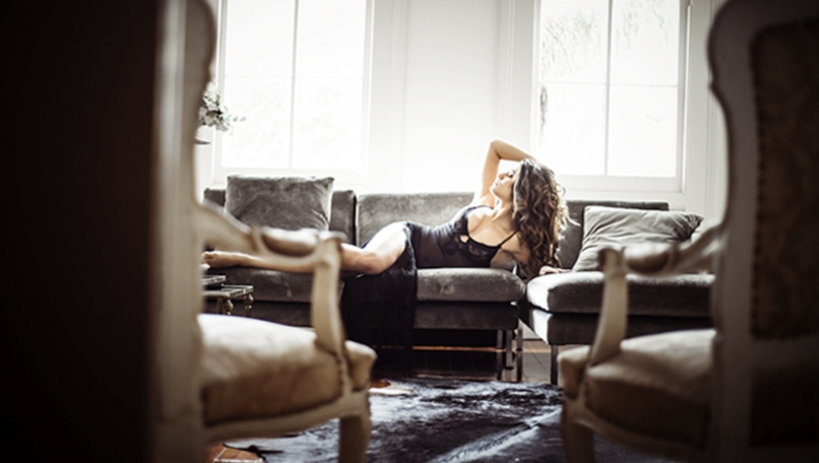 How To Create A Boudoir Shooting Space While Traveling Boudoir Living Room
