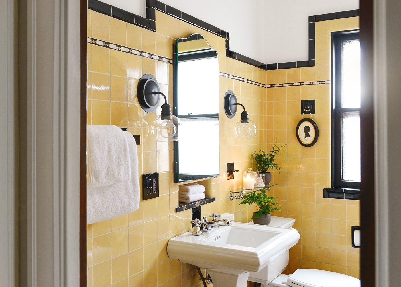 How To Refresh A Vintage Bathroom + Keep The Charm: Ii Of Ii 40+ 50S Bathroom Remodel Inspirations