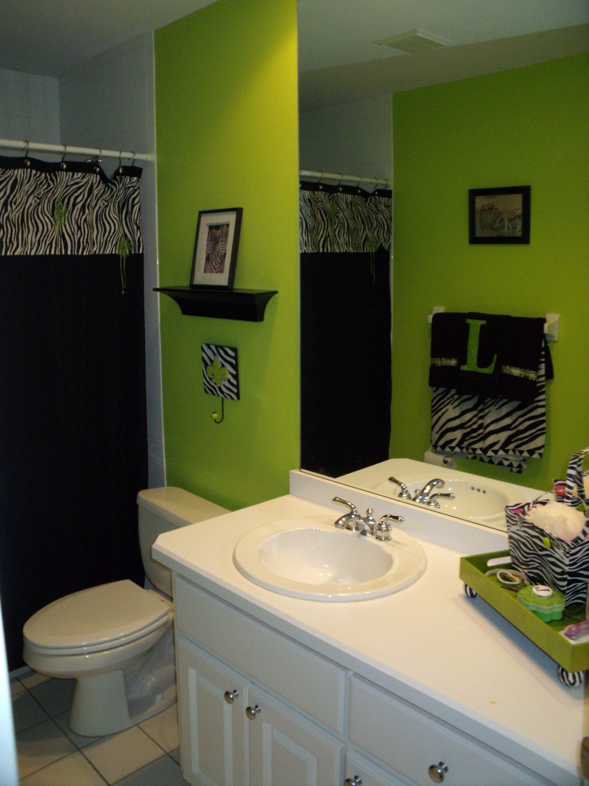 I Kind Of Love This Bathroom, And The Fact That The Towel Zebra Bathroom Decorating