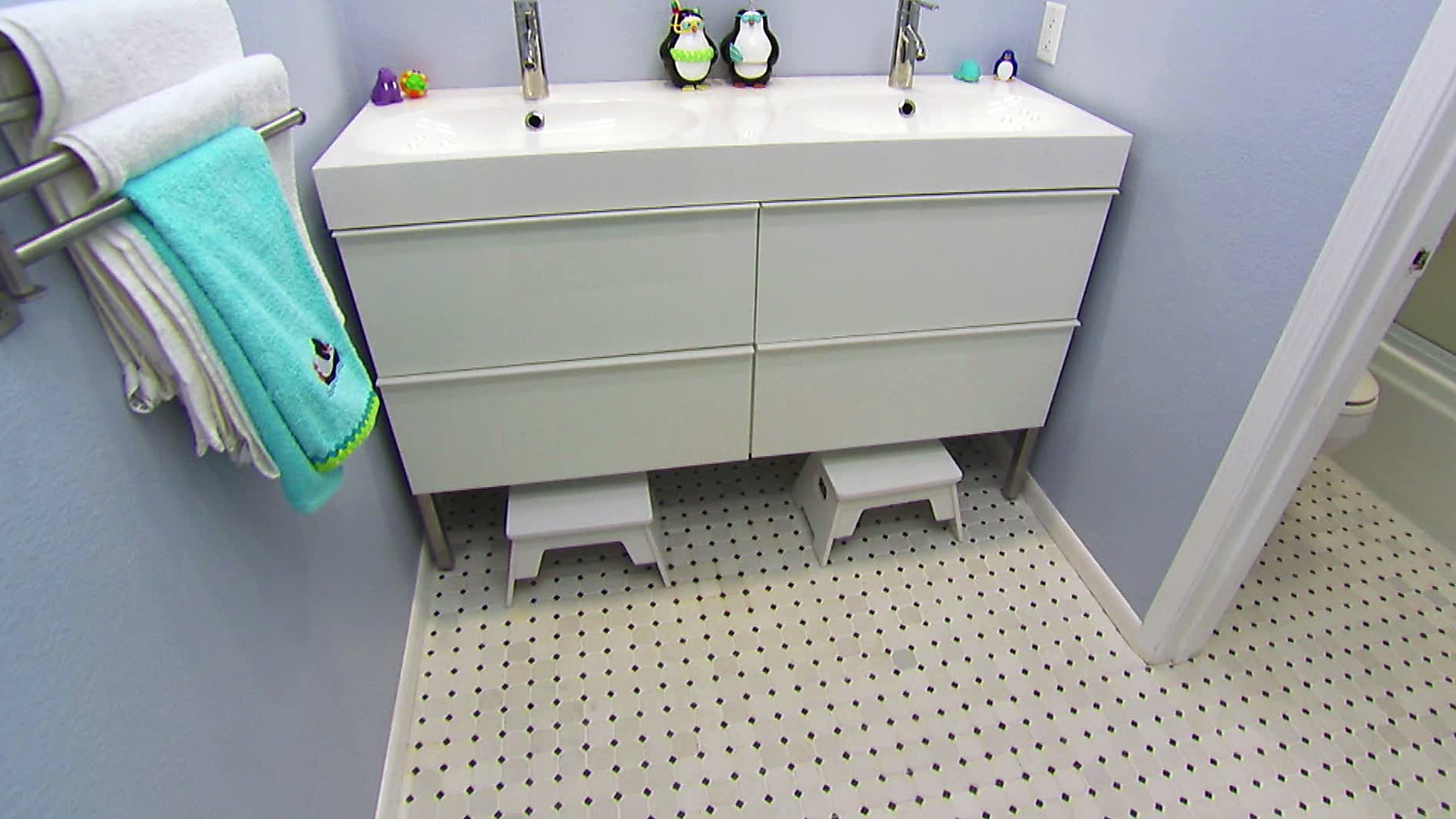 Jack And Jill Bathroom Layouts: Pictures, Options & Ideas   Hgtv Cute Jack And Jill Bathroom