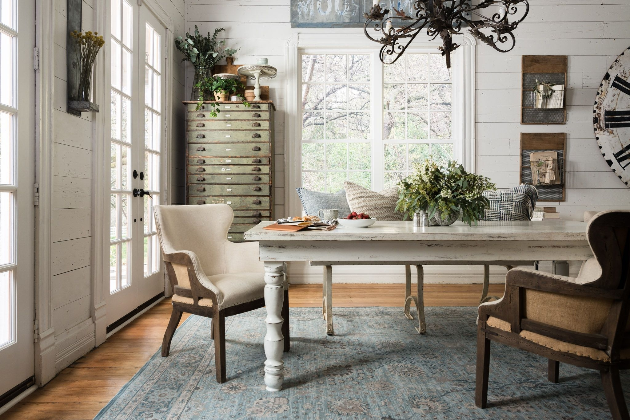 Joanna Gaines' Dining Room Featuring The Magnolia Home Ella 10+ Joanna Gaines Dining Room Decorating Ideas Inspirations