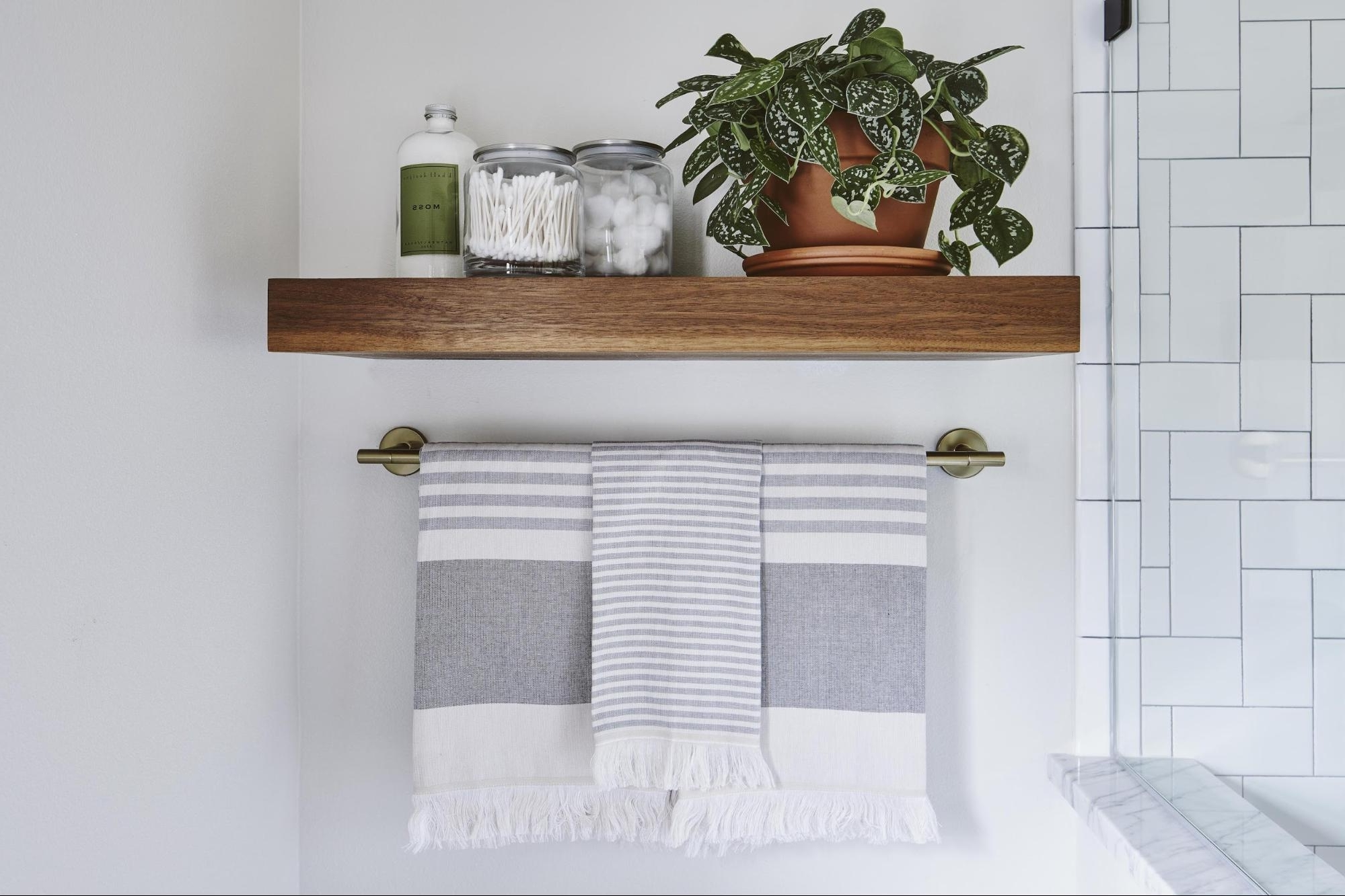 Joanna Gaines Has These Brilliant Tips For Creating The Joanna Gaines Small Bathroom