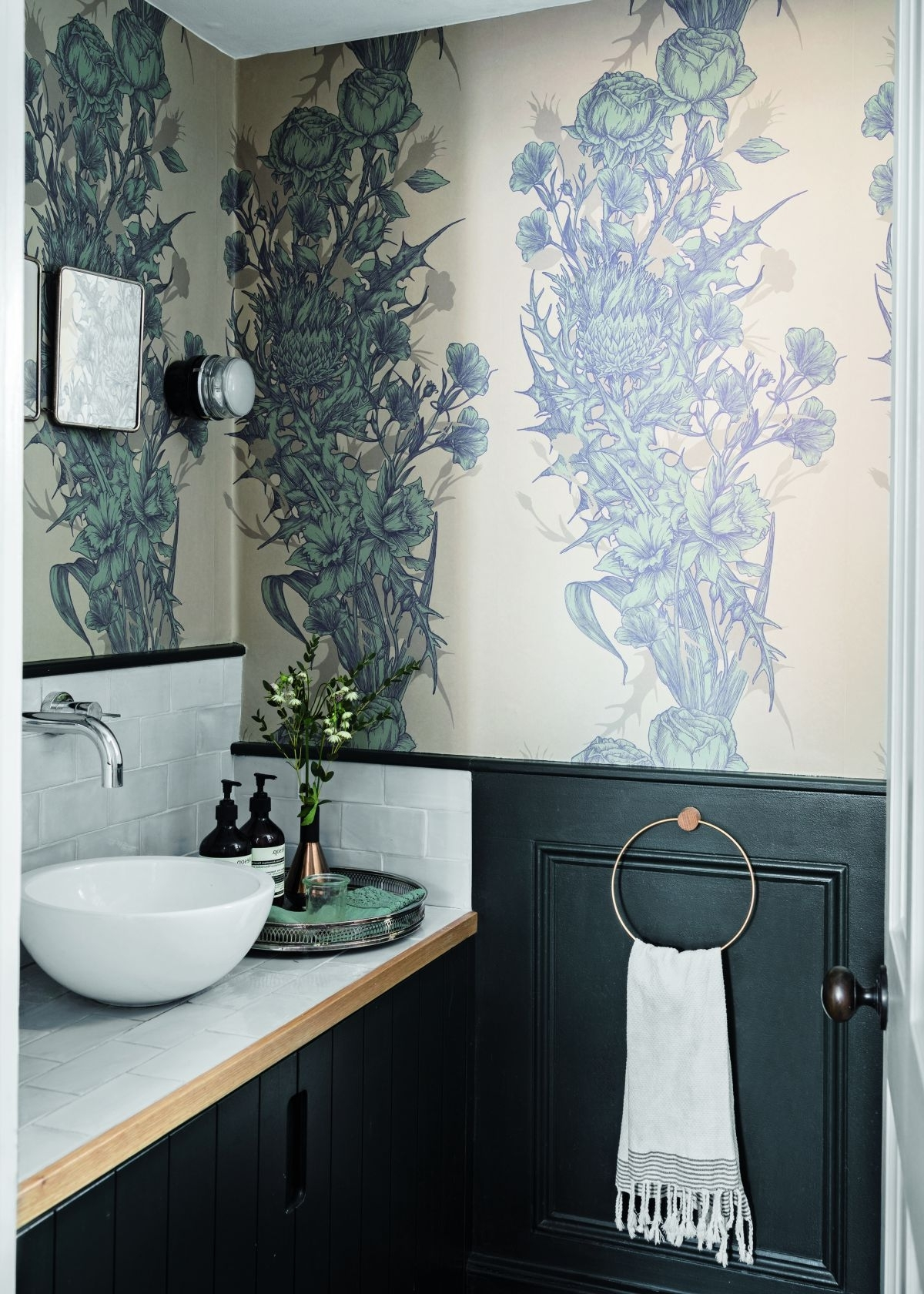 Modern Cloakroom Ideas: Cloakrooms & Powder Rooms Decor Downstairs Bathroom Wallpaper