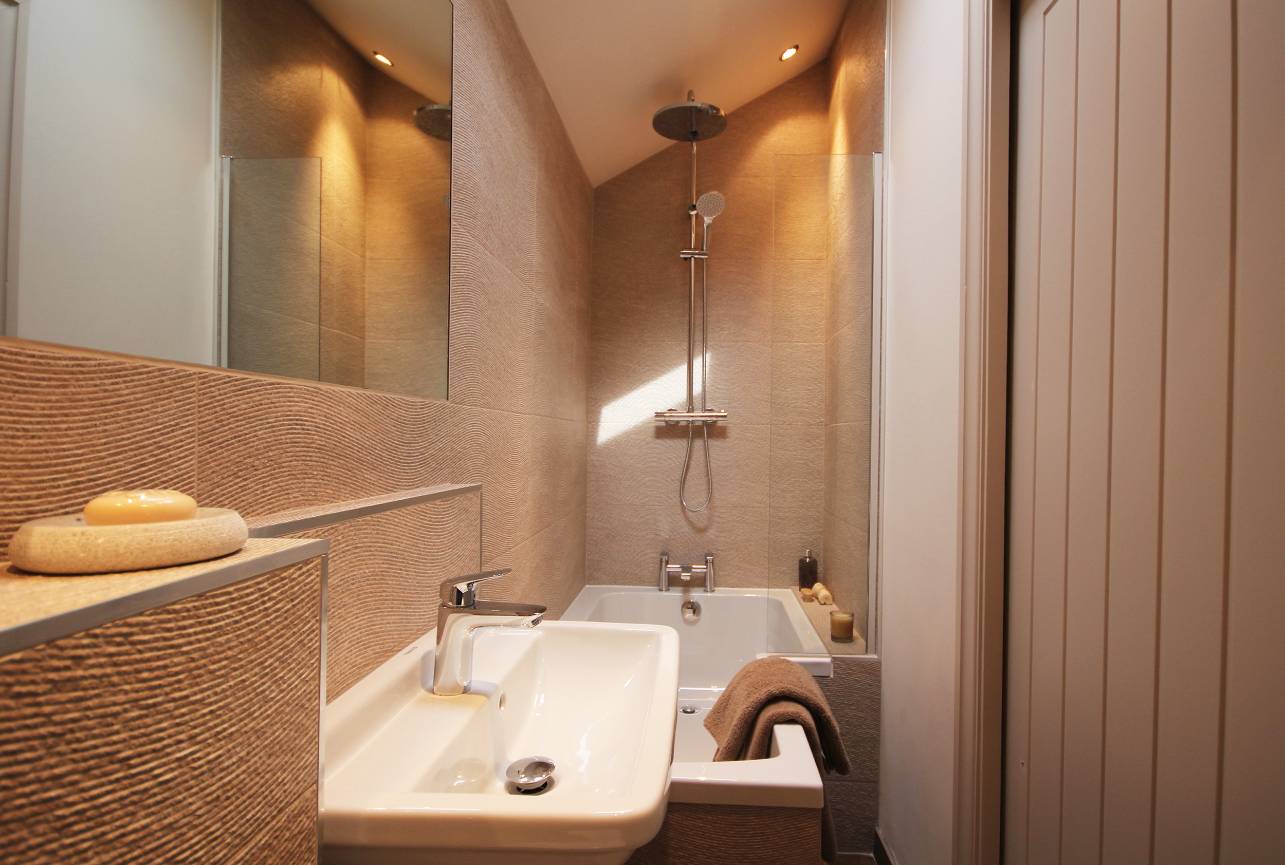 Narrow Ensuite | Houzz 10+ Narrow Ensuite Bathroom Ideas