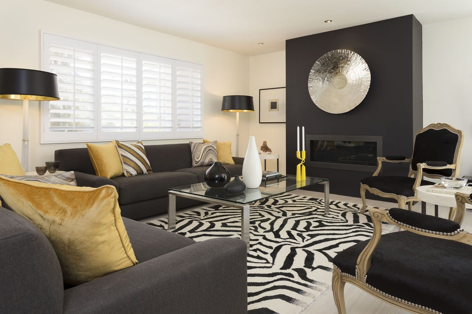 Palm Springs Home Channelling The Hollywood Regency Look 30+ Hollywood Regency Living Room Design Ideas