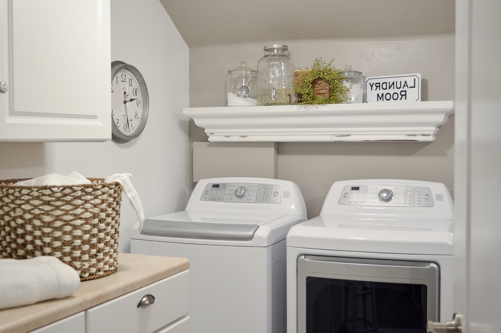Small Space Combination Laundry Room Powder Bathroom Refresh 20+ Combined Bathroom And Laundry Inspirations