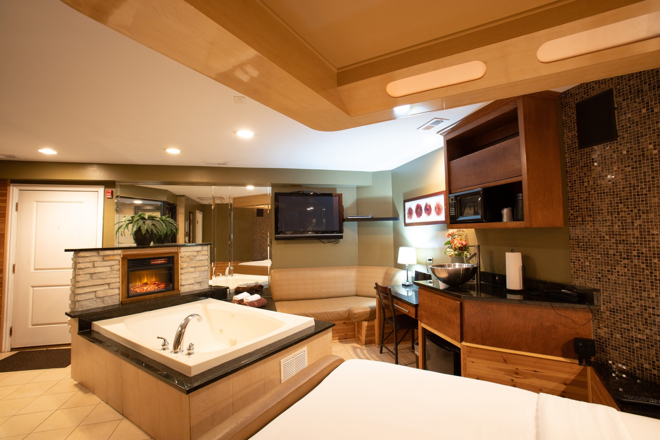 The Cl Standard & Standard Ii Luxury Suites For Couples 30+ Champagne Bathroom Suite Ideas