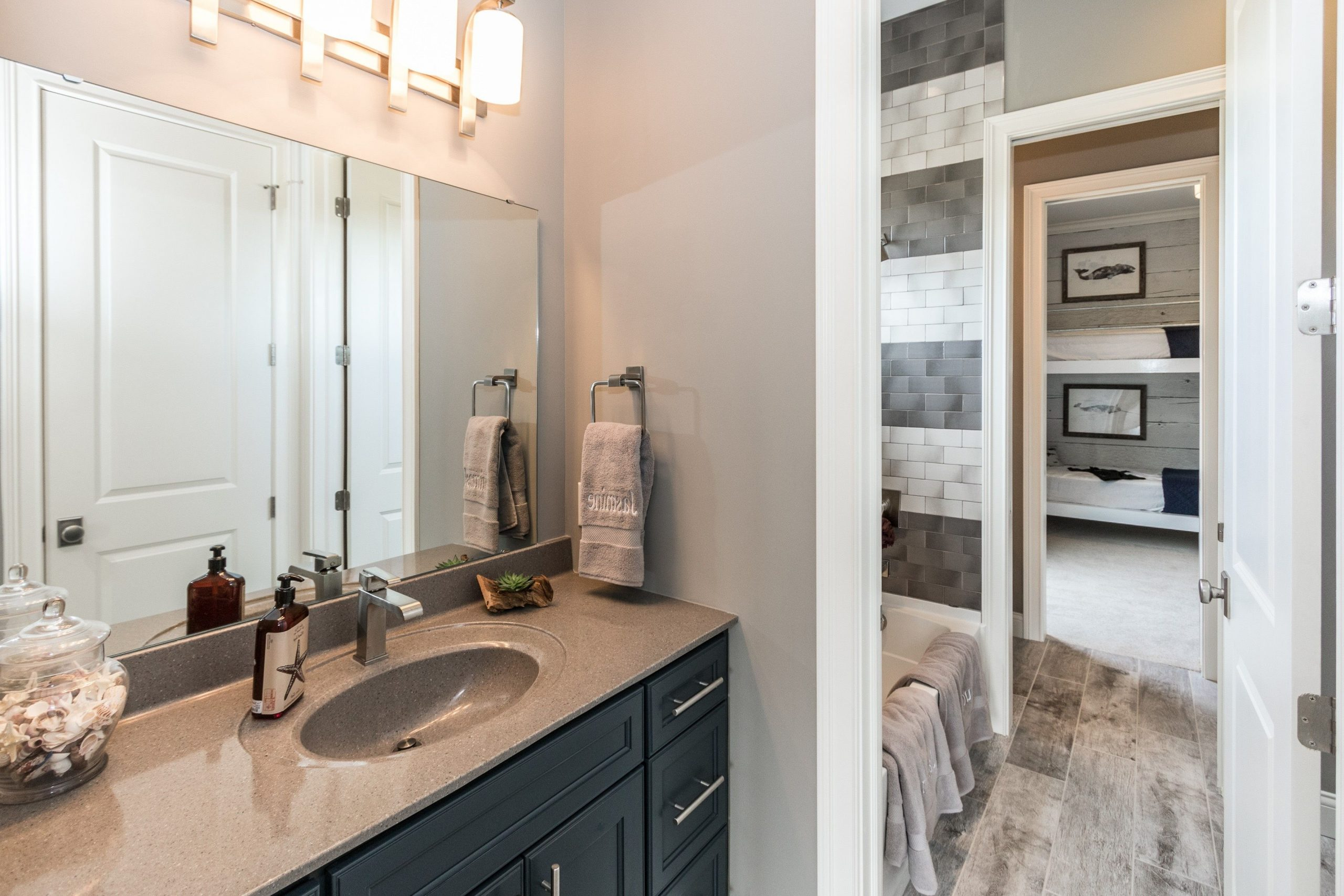 This Jack And Jill Bathroom Would Be Cute And Functional In 20+ Cute Jack And Jill Bathroom Inspirations
