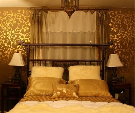 Totally Comfy White And Gold Themed Bedroom Ideas 06