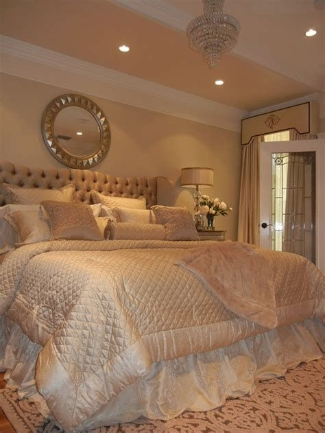 Totally Comfy White And Gold Themed Bedroom Ideas 19