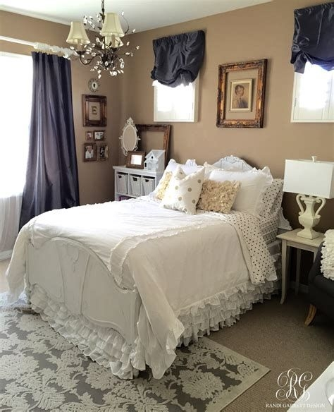 Totally Comfy White And Gold Themed Bedroom Ideas 23