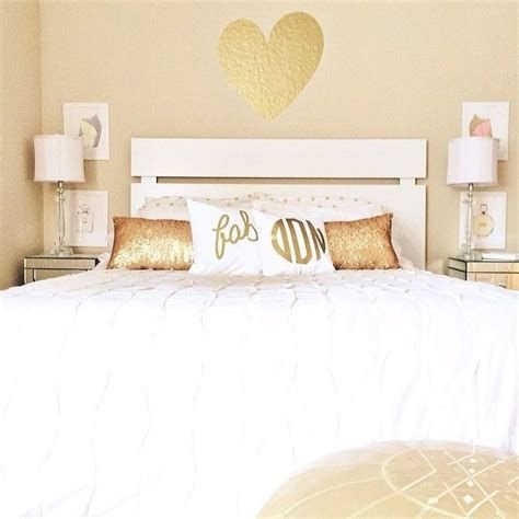 Totally Comfy White And Gold Themed Bedroom Ideas 36