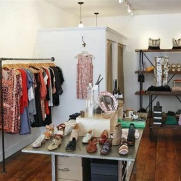Beautiful Very Small Boutique Design 44